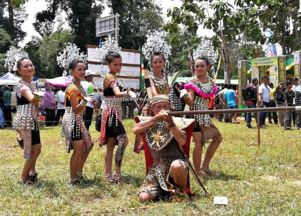 destination, Batang Lupar, Kapuas Hulu, Kalimantan Barat, wonderful Indonesia, Borneo, dayak iban, tribe, ethnic, Tourism, tourist attraction, traditional, crossborder, travel guide, 旅游景点婆罗洲,