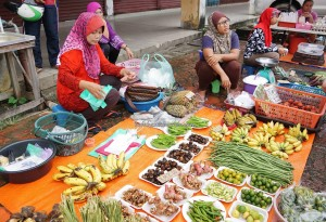 authentic, traditional, backpackers, destination, vegetables, native food, Borneo, Limbang, local market, tourist attraction, tourism, transborder, 婆罗洲原著民, 老越砂拉越,