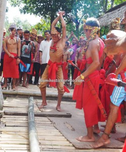 Paddy Harvest Festival, authentic, backpackers, Kalimantan Barat, Desa Tangguh, Dusun Betung, native, culture, obyek wisata, Tourism, tradisional, travel guide, village, bamboo chopping, 西加里曼丹, 原著民丰收节日