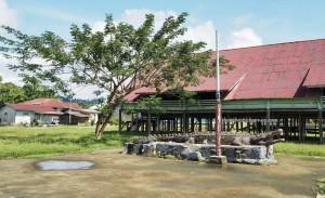 Rumah Adat, traditional, backpackers, exploration, Borneo, Indonesia, North Kalimantan, Mentarang, native, tribe, Obyek wisata, Tourism, travel guide, crossborder, 北加里曼丹, 婆罗洲,