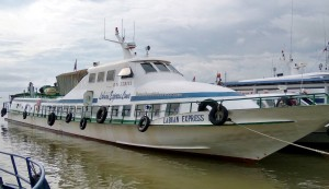 Pelabuhan Kapal Laut Tunon Taka, wharf, Transportation, Immigration checkpoint, backpackers, destination, Borneo, Indonesia, Tawau, Obyek wisata, Tourism, travel guide, International Border crossing, transborneo, 北加里曼丹,