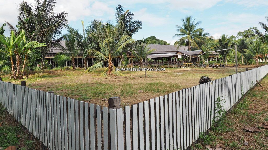 Rumah Betang Lunsa Hilir, longhouse, Suku Dayak Taman, authentic, Borneo, Putussibau Selatan, Indonesia, West Kalimantan, Kapuas Hulu, Desa Urang Unsa, native, tribe, Tourism, tourist attraction, travel guide, transborder,