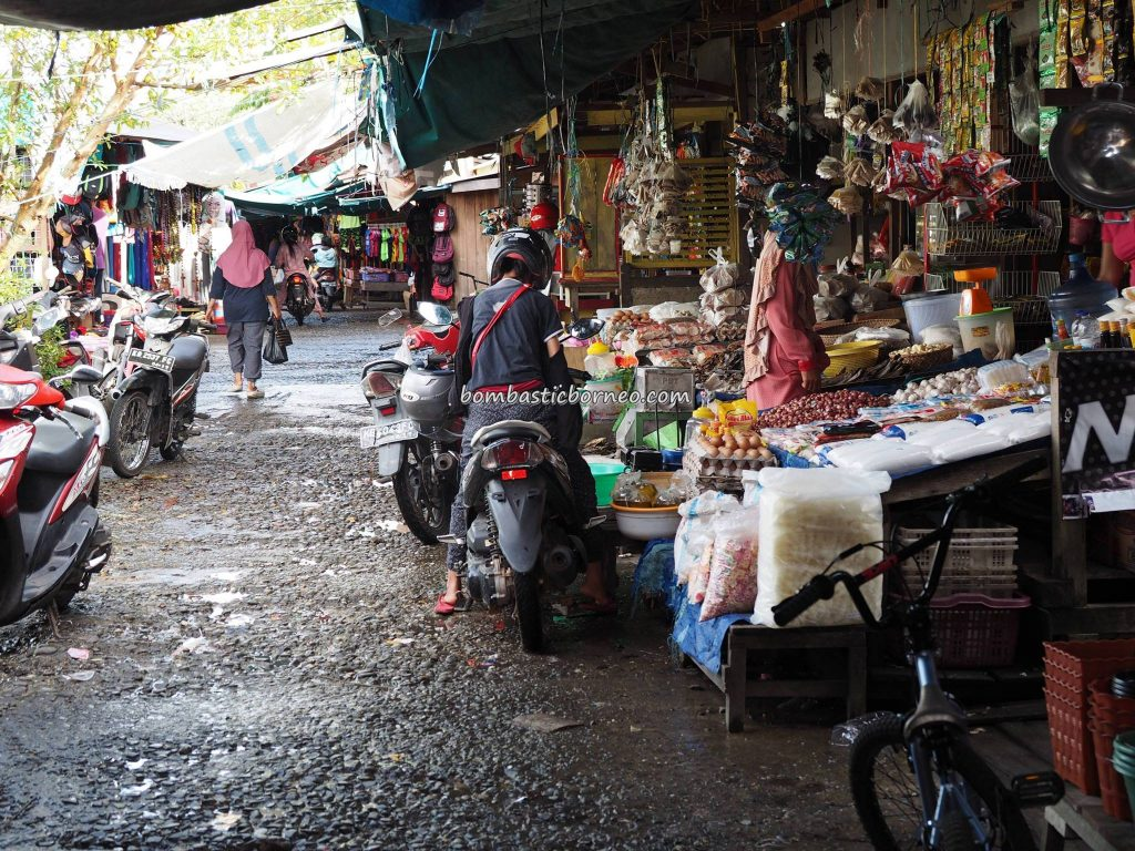 Pasar pagi, local market, authentic, backpackers, destination, Indonesia, West Kalimantan, Putussibau, Kapuas hulu, Obyek wisata, Tourism, tourist attraction, traditional, travel guide, Transborneo,