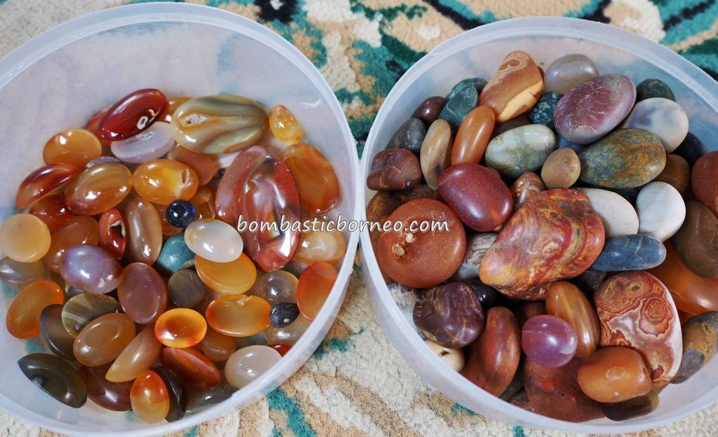 crystal quartz, semiprecious stones, backpackers, destination, Borneo, Lunsara, Suka Maju, Indonesia, Kampung Melayu, malay village, Kapuas river, Tourism, travel guide, transborder, 婆罗洲玛瑙