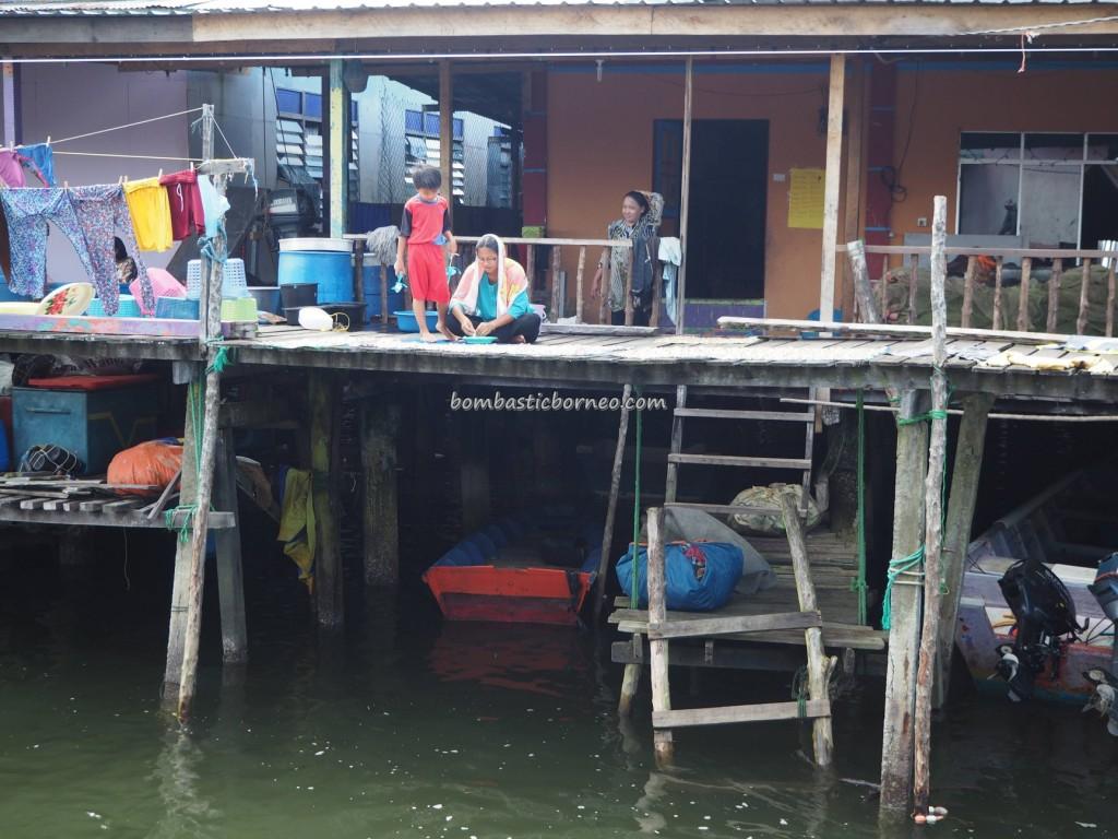 Kampung Awat-Awat, water village, floating house, traditional, backpackers, destination, Borneo, Limbang, Malaysia, Tourism, tourist attraction, dried shrimp, Ikan Tahai, Melayu, 砂拉越婆罗洲