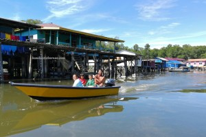 Kampung Melayu, water village, authentic, traditional, backpackers, destination, Borneo, Limbang, Malaysia, nelayan, Tourist attraction, travel guide, crossborder, seafood, 婆罗洲旅游景点