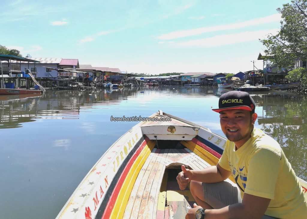 Malay, fishing village, floating house, authentic, traditional, destination, Borneo, Limbang, nelayan, Tourist attraction, travel guide, transborder, Keropok tahai, 老越砂拉越, 旅游景点