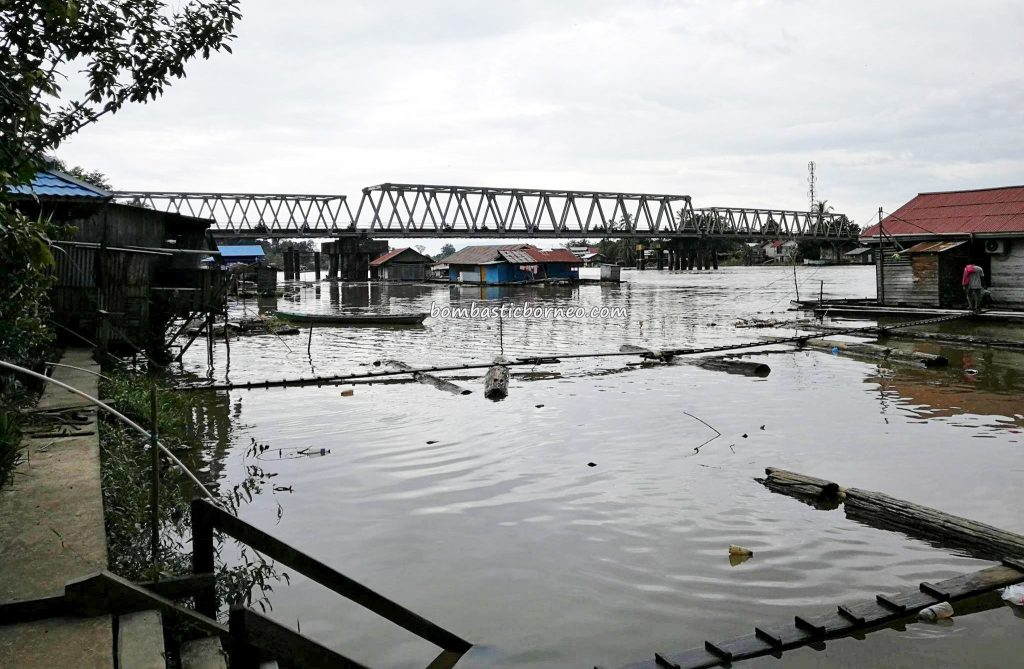 Jembatan Kapuas, rumah lanting, floating house, adventure, destination, Indonesia, West Kalimantan, Kapuas hulu, Obyek wisata, Tourism, tourist attraction, traditional, travel guide, native, 西加里曼丹旅游景点,