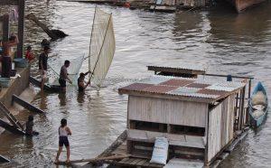 Jembatan Kapuas, rumah lanting, floating house, authentic, fishing, Borneo, Putussibau, Kapuas hulu, Obyek wisata, Tourism, traditional, travel guide, native, crossborder, 婆罗洲西加里曼丹