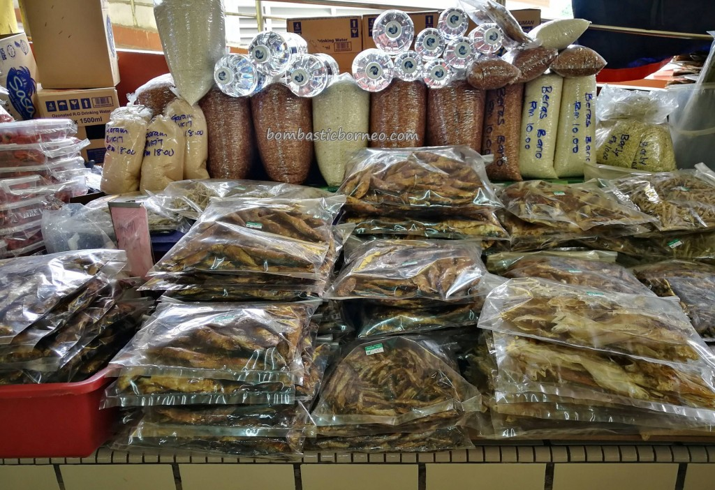 backpackers, Borneo, Limbang, Tourism, tourist attraction, travel guide, town, Pasar Besar, local market, udang kering, dried shrimp, ikan tahai, smoked fish, 老越砂拉越