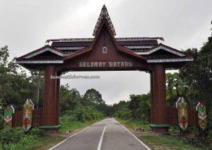 adventure, authentic, backpackers, destination, Borneo, Sungai Kapuas, Obyek wisata, Tourism, tourist attraction, traditional, travel guide, Rumah Betang Bali Gundi, Suku Dayak Taman, native, transborder,