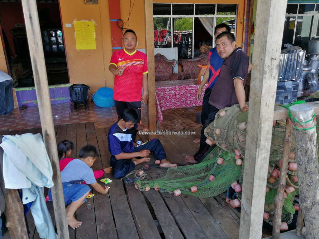 Kampung Awat-Awat, Floating House, authentic, traditional, backpackers, Borneo, Limbang, nelayan, Tourist attraction, travel guide, seafood, dried shrimp, smoked fish, Keropok tahai, udang kering