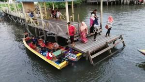 Awat-Awat, Kampung Melayu, fishing village, floating house, authentic, traditional, destination, Limbang, Malaysia, nelayan, Tourism, travel guide, transborder, Ikan Tahai, smoked fish,