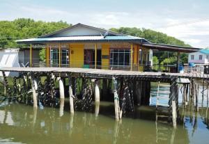 Awat-Awat, Kampung Melayu, Malay fishing village, floating house, traditional, backpackers, destination, Borneo, Malaysia, nelayan, Tourism, travel guide, Ikan Tahai, Keropok tahai, 老越砂拉越,