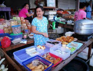 Pasar pagi, adventure, authentic, backpackers, destination, Borneo, Kalimantan Barat, Sungai Kapuas, Obyek wisata, tourist attraction, traditional, travel guide, native, Transborneo,