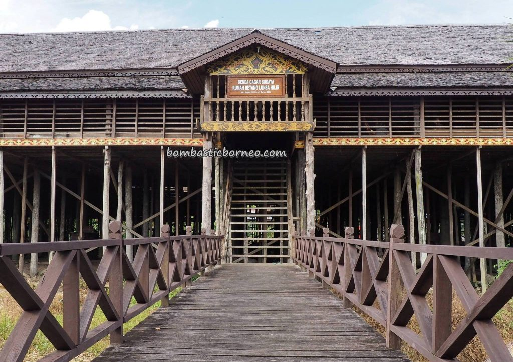 rumah panjang, Suku Dayak Taman Kapuas, traditional, destination, Borneo, Indonesia, West Kalimantan, Kapuas Hulu, Desa Urang Unsa, tribal, Tourism, tourist attraction, travel guide, crossborder, 婆罗洲西加里曼丹, 旅游景点