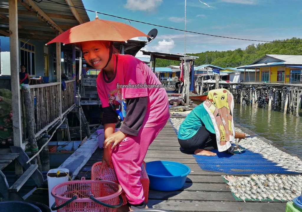 Kampung Awat-Awat, Malay, Floating House, authentic, Limbang, Malaysia, Sarawak, Tourism, tourist attraction, travel guide, seafood, dried shrimp, fishy snack, Keropok tahai, 老越砂拉越