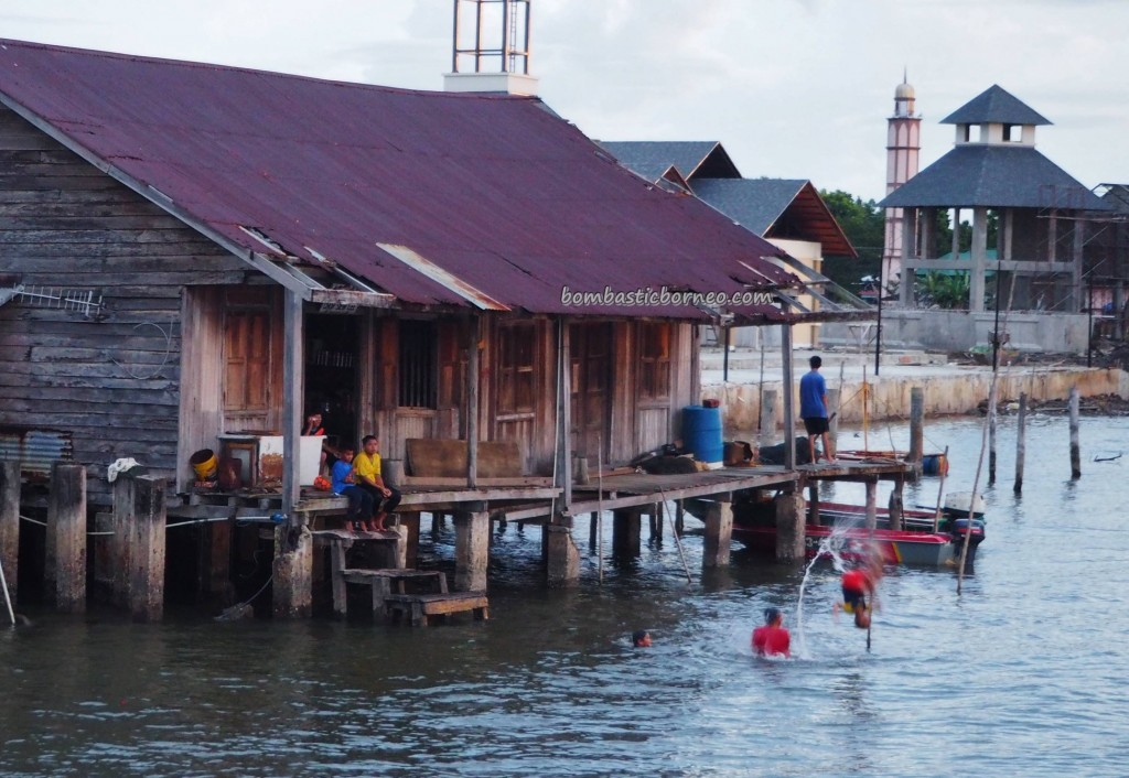 Kampung Awat-Awat, water village, floating house, authentic, traditional, backpackers, destination, Borneo, Limbang, Malaysia, Tourism, travel guide, crossborder, seafood, 砂拉越旅游景点
