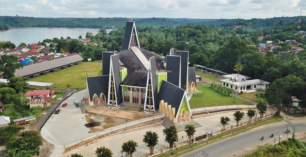 Sacred Heart of Jesus, Gereja katolik, cathedral, catholic church, backpackers, destination, Kalimantan Barat, Pariwisata, tourist attraction, travel guide, wonderful, transborder, 婆罗洲西加里曼丹, 天主教教堂