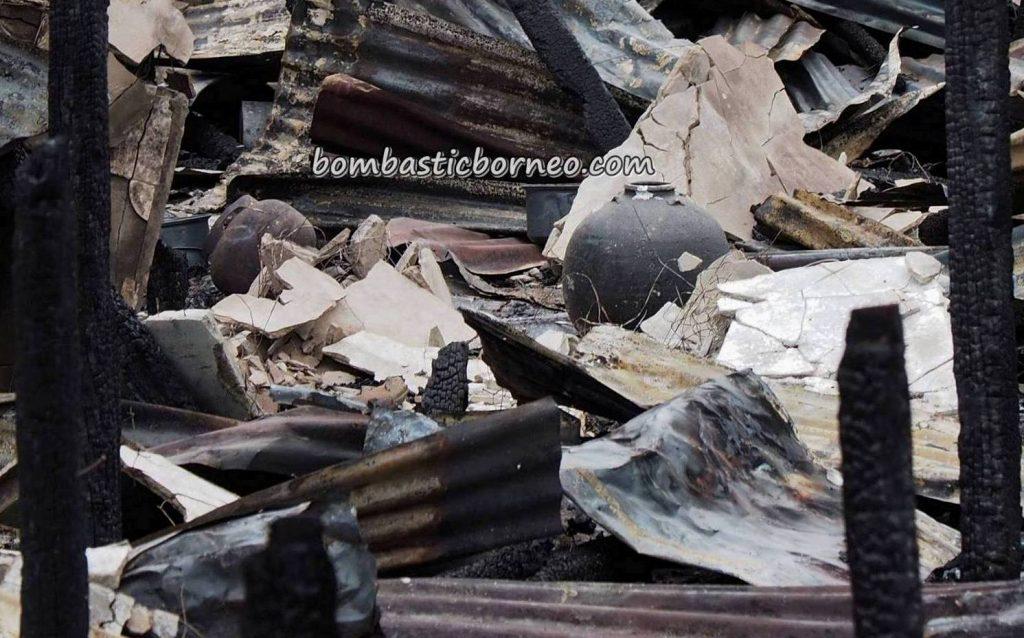 burnt, longhouse, Suku Dayak Taman, traditional, village, Borneo, Kalimantan Barat, Desa Sayut, Dusun Bulan Tinjo, native, tribe, travel guide, transborder, 西加里曼丹, 原住民长屋