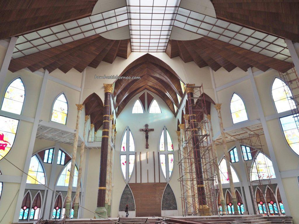 Gereja Katedral Hati Kudus Yesus, Kota Sanggau, catholic church, kristen, destination, Borneo, Indonesia, Obyek wisata, Tourism, travel guide, dayak motif, totem pole, 印尼西加里曼丹, 天主教教堂,