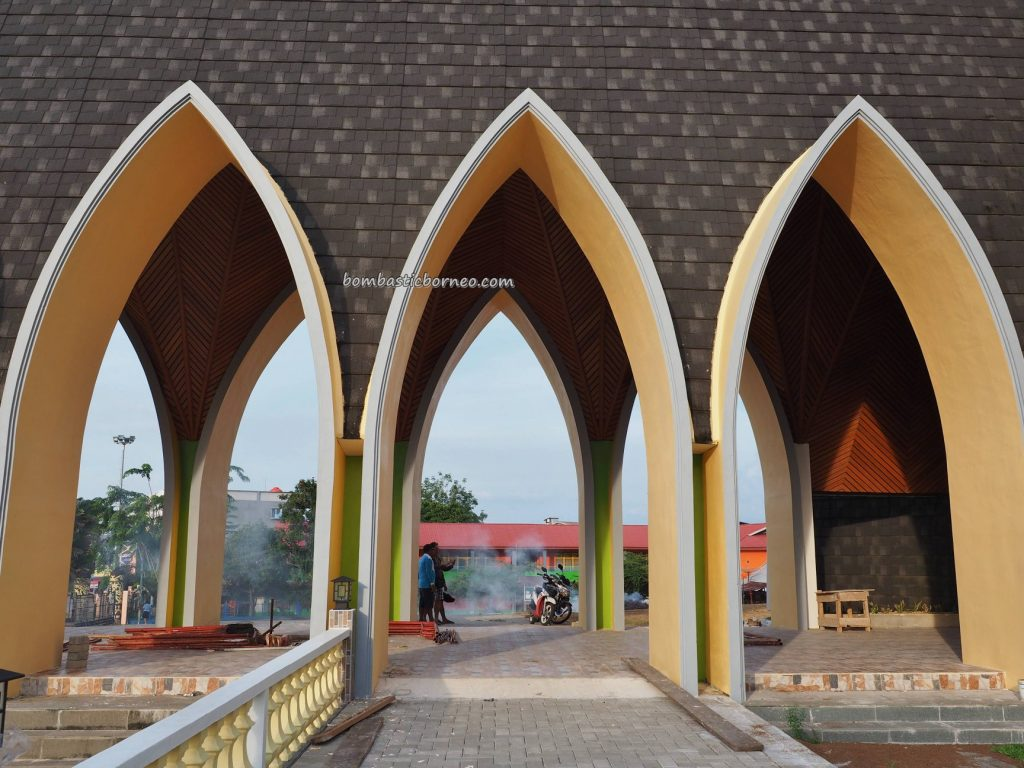 Sacred Heart of Jesus, Gereja Katedral Hati Kudus Yesus, catholic church, Christian, katolik, Borneo, Indonesia, Obyek wisata, Pariwisata, Tourism, tourist attraction, transborneo, 加里曼丹天主教教堂, 桑高旅游景点