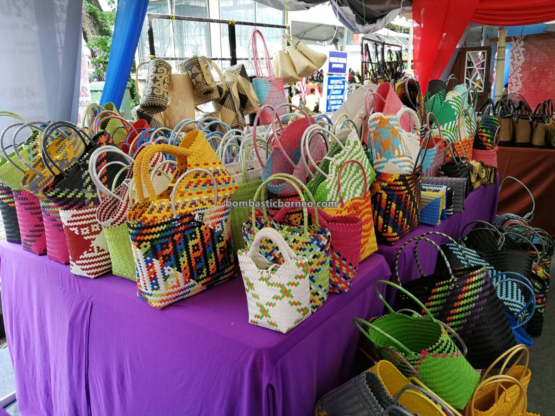 craft exhibitions, event, native, dayak, Kraftangan, Borneo, Kuching Waterfront, Tourism, tourist attraction, travel guide, 砂拉越马来西亚, 婆罗洲原住民, 手工艺品展览,