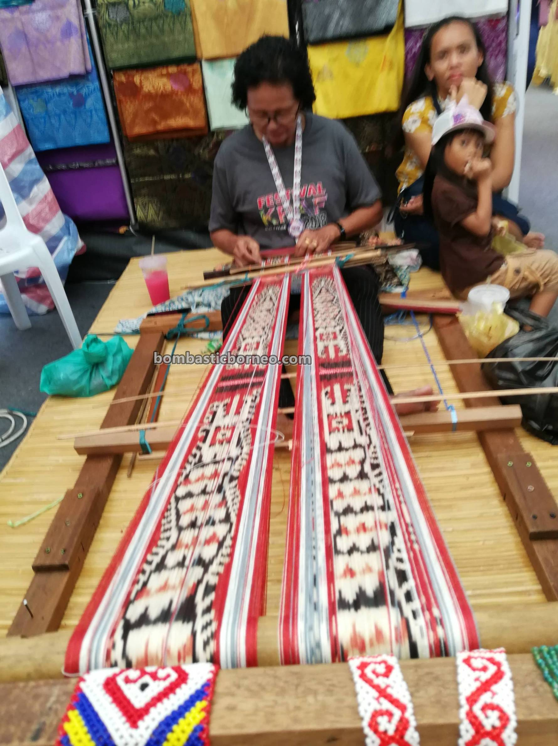 pua kumbu, handicrafts, handmade, souvenir, native, Dayak Iban, Kraftangan Malaysia, Kuching Waterfront, Tourism, traditional, tribal, weaving, 砂拉越婆罗洲, 土著手工艺品展览,