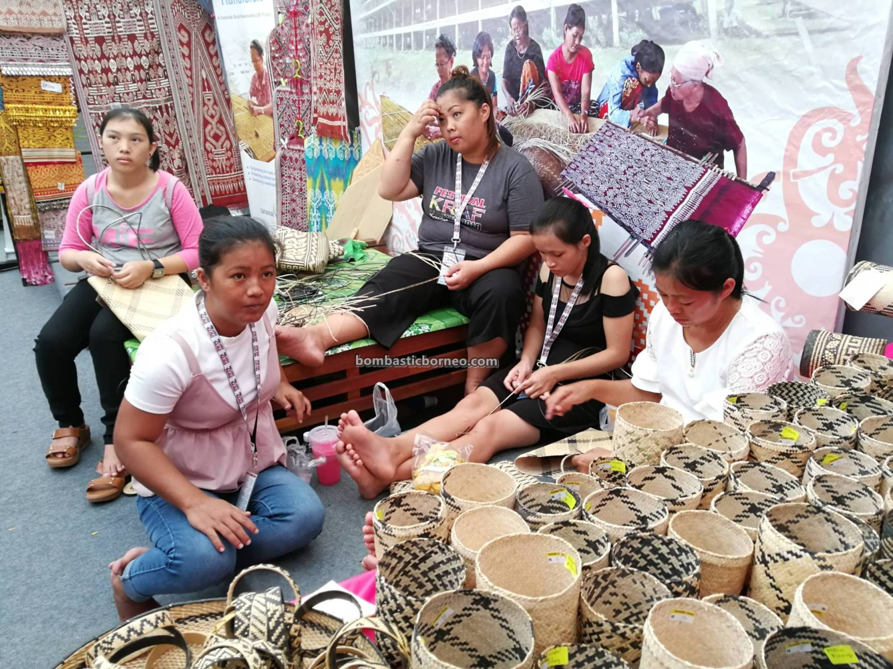 handicrafts exhibition, handmade, Basketry, rotan, native, Orang Ulu, Kraftangan Malaysia, Borneo, Kuching Waterfront, tourist attraction, traditional, travel guide, weaving, 婆罗洲原住民, 藤制手工艺品