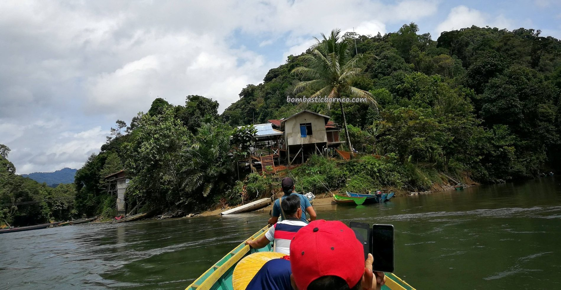 Boat ride, adventure, traditional, village, destination, Desa Bungan Jaya, Putussibau Selatan, river, indigenous, native, tourism, tourist attraction, travel guide, Transborneo, 婆羅洲, 普南族部落