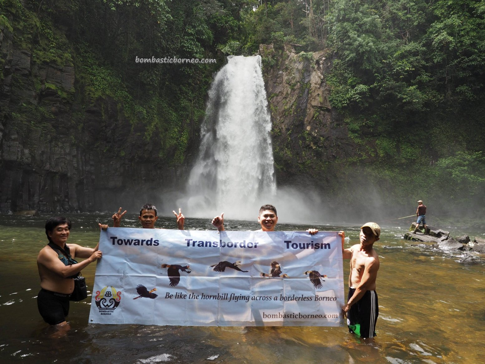 air terjun, exploration, backpackers, Borneo, Kalimantan Barat, Desa Bengkilu, Dusun Laek, Tujuh Belas, Obyek wisata, Tourism, travel guide, authentic village, crossborder, 印尼西加里曼丹, 婆罗洲探险