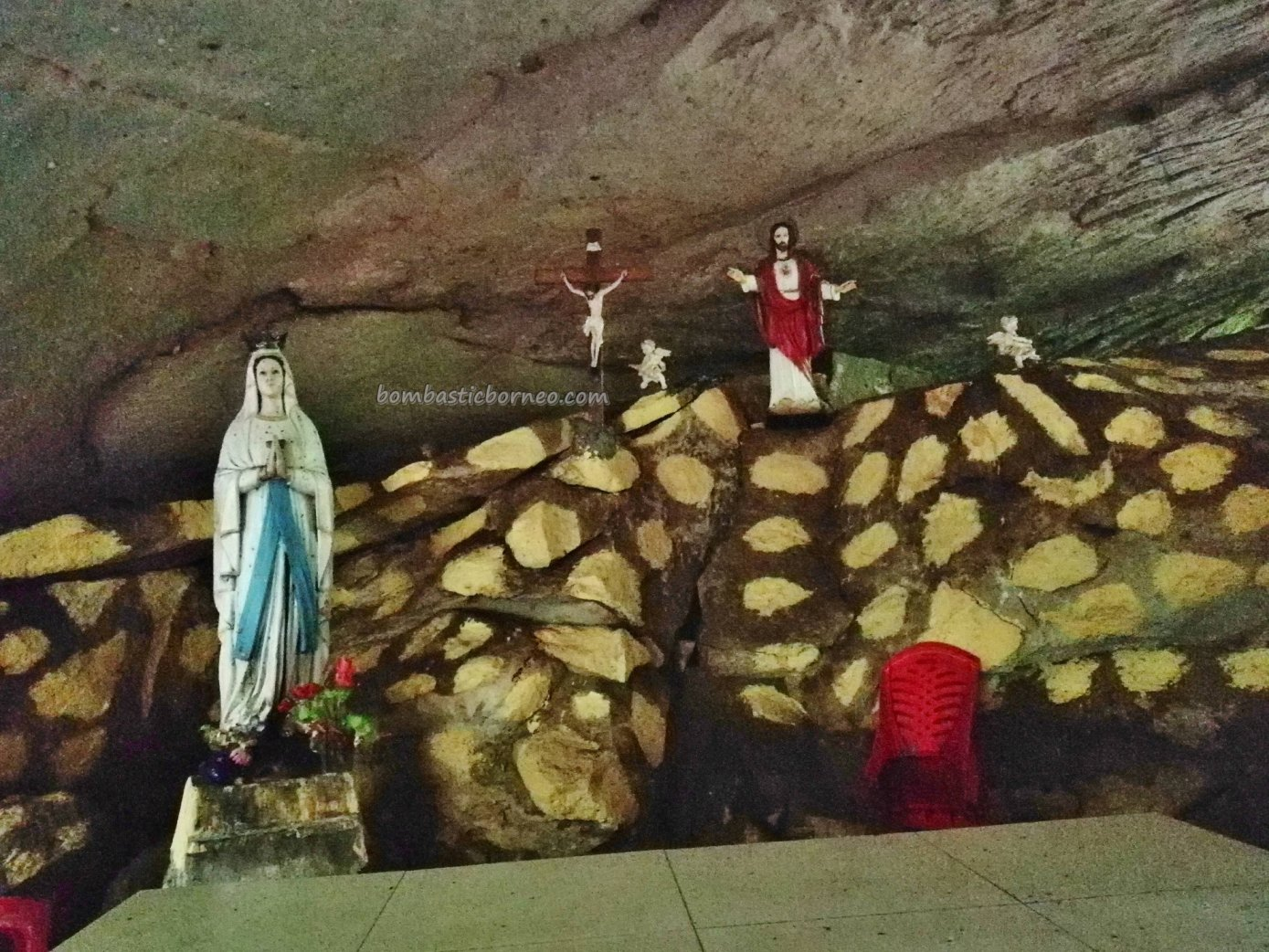 Virgin Mary Grotto, adventure, nature, authentic, destination, Borneo, Indonesia, Sajingan Besar, Dusun Sasak, Obyek wisata, travel guide, crossborder, 婆罗洲旅游景点, 三发玛丽石窟