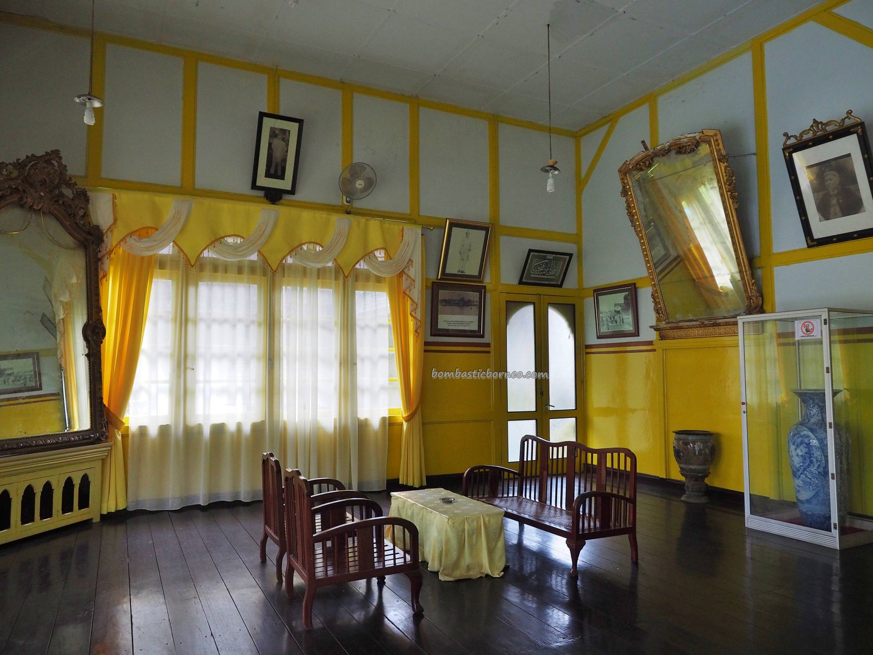 palace, Malay Sultanate, history, ancient, authentic, Dayak Melayik, town, Borneo, Indonesia, Obyek wisata, Tourism, travel guide, crossborder, 印尼西加里曼丹, 三发皇宮,