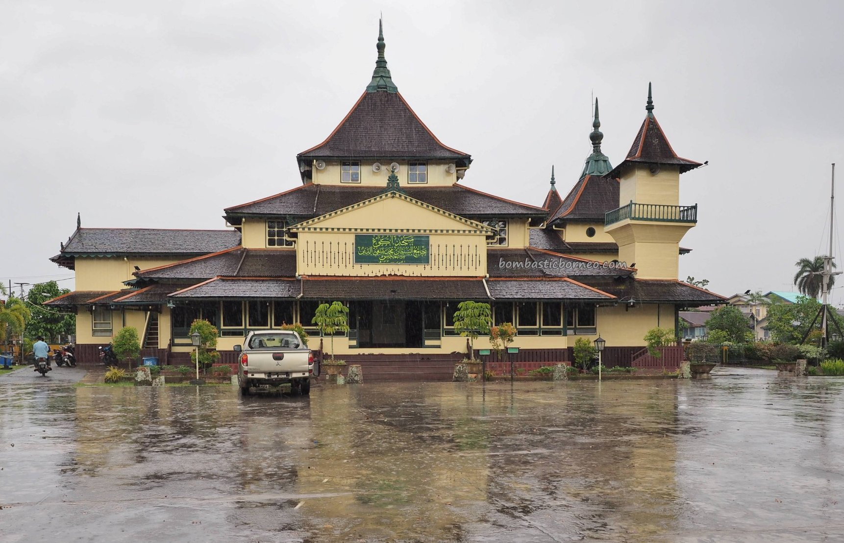 mosque, Keraton, Kesultanan Melayu, traditional, authentic, destination, Dayak Melayik, town, Borneo, obyek wisata, Tourism, travel guide, crossborder, 婆罗洲旅游景点, 印尼西加里曼丹