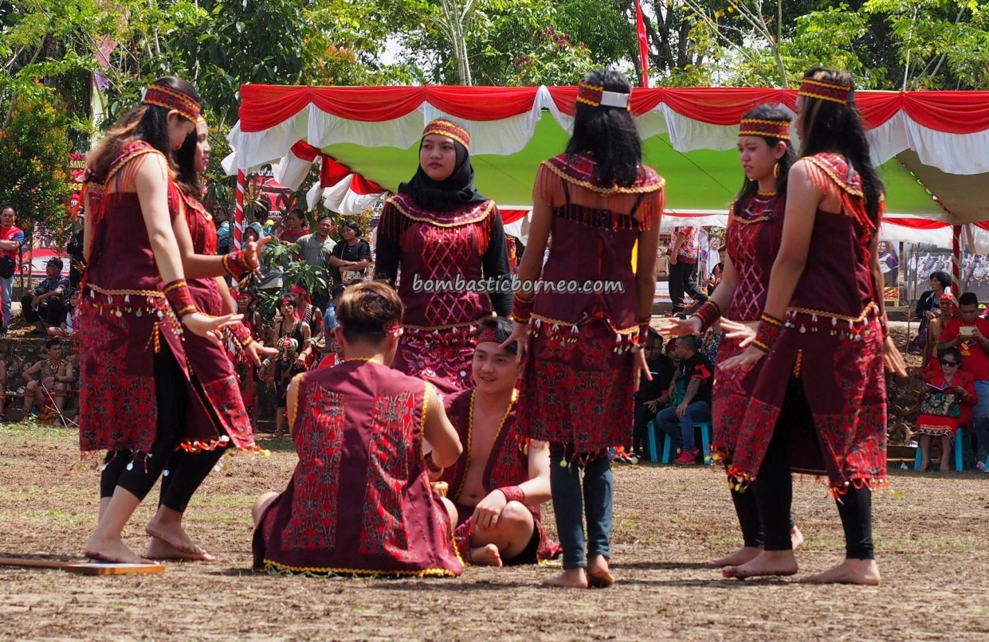 Gawai Dayak Sanggau, paddy harvest festival, authentic, traditional, backpackers, culture, Borneo, Indonesia, West Kalimantan, ethnic, native, Obyek wisata, Tourism, travel guide, trans border,