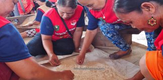 Lomba menampik padi, Rumah Betang Raya Dori Mpulor, Gawai Dayak Sanggau, paddy harvest festival, indigenous, traditional, culture, Borneo, Indonesia, Kalimantan Barat, native, tribal, Tourism, travel guide, cross border,