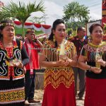 longhouse, paddy harvest festival, authentic, indigenous, event, Kalimantan Barat, native, tribal, Obyek wisata, budaya, Tourism, travel guide, trans borneo, 印尼西加里曼丹传统文化, 婆罗洲土著丰收节日,