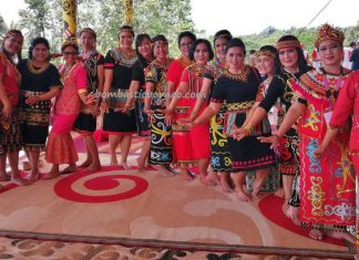 Rumah Betang Raya Dori Mpulor, harvest festival, authentic, traditional, culture, Borneo, native, tribe, tribal, Obyek wisata, travel guide, trans border, 跨境婆罗洲游踪, 印尼西加里曼丹, 上侯传统土著文化