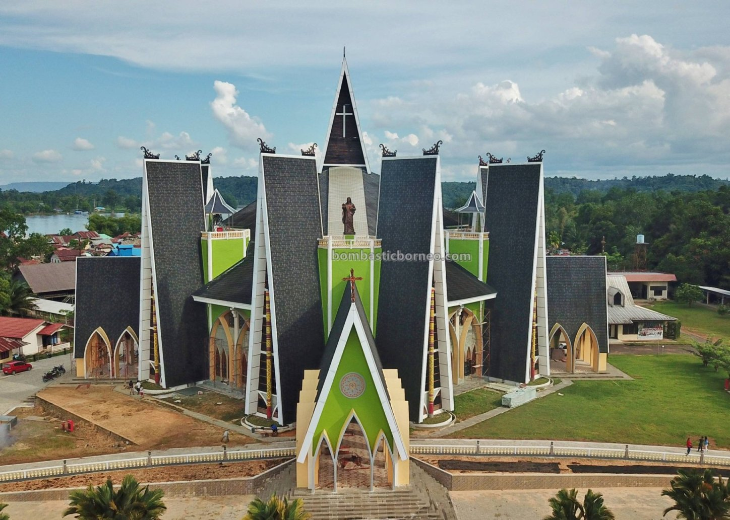 cathedral, Gereja Katedral Hati Kudus Yesus, backpackers, destination, Indonesia, West Kalimantan, Obyek wisata, Pariwisata, Tourism, tourist attraction, travel guide, Transborneo, 印尼西加里曼丹, 婆罗洲旅游景点