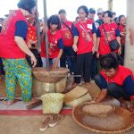 Rumah Betang Raya Dori Mpulor, Gawai Dayak, Lomba menumbuk padi, traditional, culture, Indonesia, West Kalimantan, ethnic, native, tribe, Tourism, tourist attraction, travel guide, 印尼西加里曼丹, 上侯传统土著丰收节