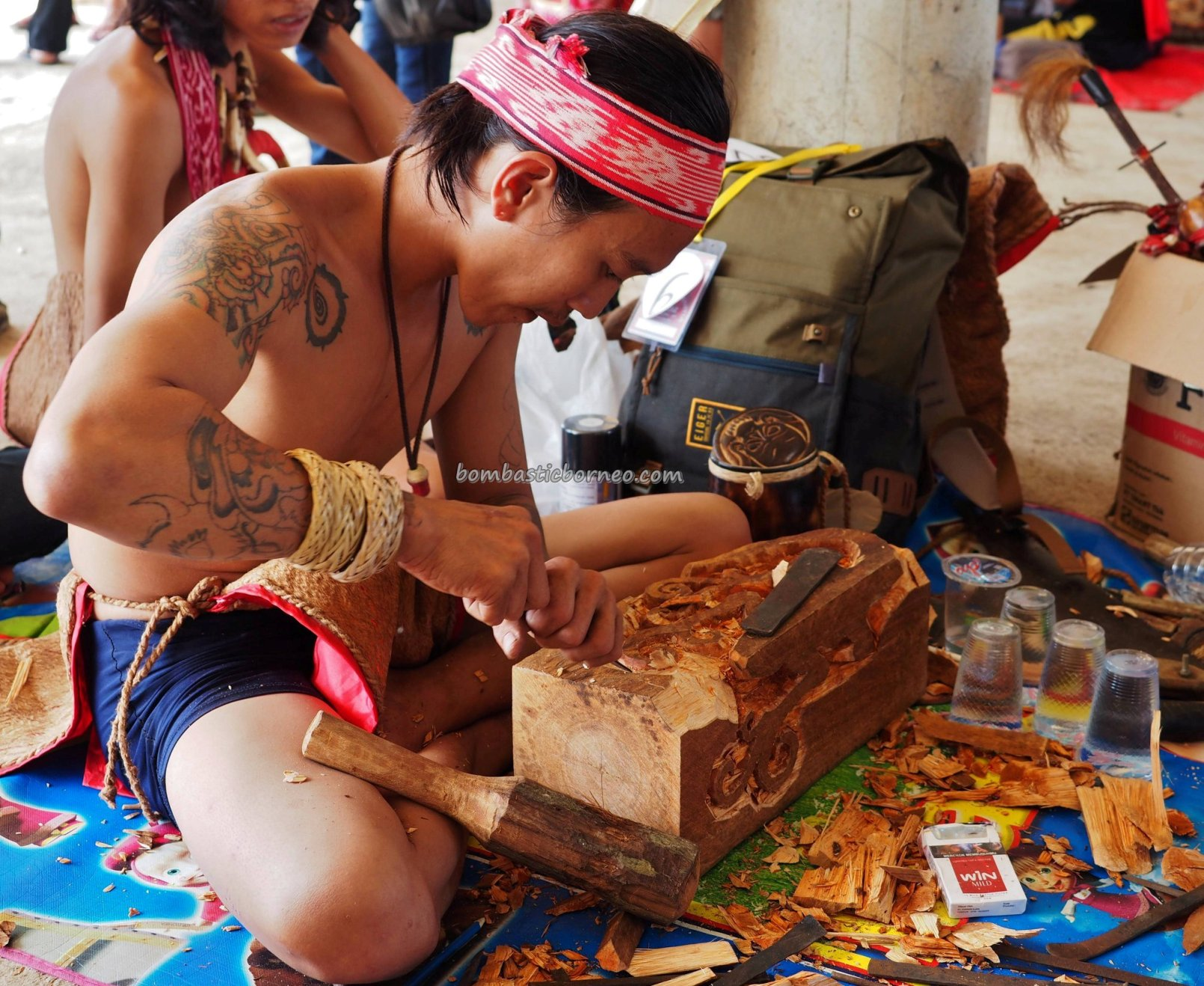 ukiran kayu, Sanggau, authentic, indigenous, backpackers, event, Indonesia, native, tribe, tribal, Tourism, tourist attraction, trans border, 婆罗洲印尼西加里曼丹, 上侯传统土著丰收节