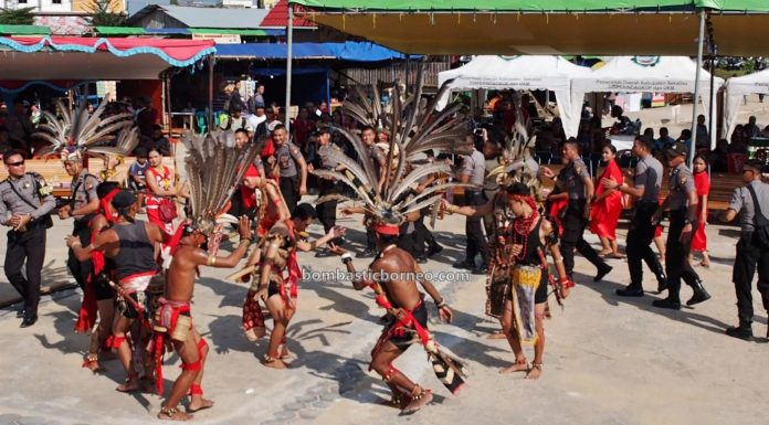 paddy harvest festival, backpackers, destination, culture, event, native, Dayak Desa, tribe, West Kalimantan, tourist attraction, travel guide, Transborneo, 西加里曼丹传统文化, 印尼塞卡道旅游,