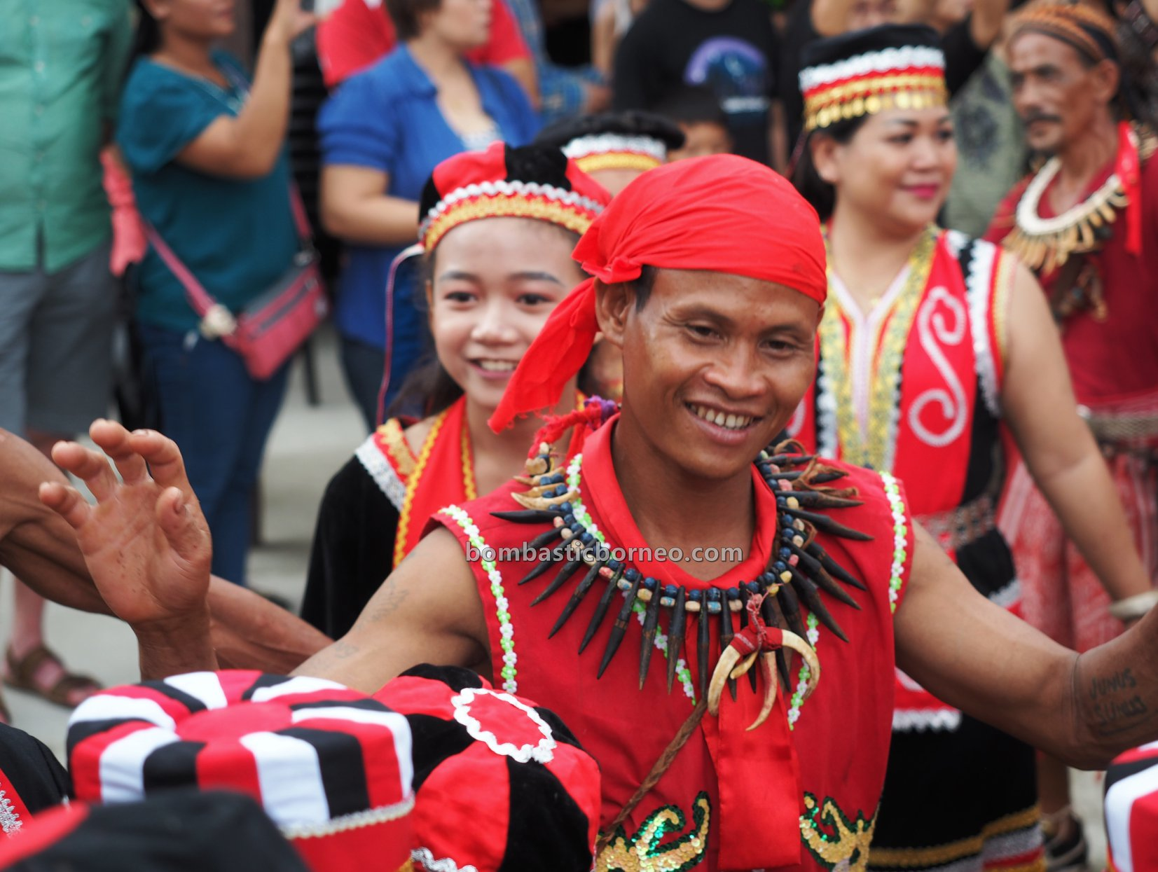 Kampung Gumbang, Bidayuh village, paddy harvest festival, traditional, backpackers, Kuching, Malaysia, culture, event, Ethnic, tribe, Tourism, cross border, 婆罗洲原住民丰收节日, 砂拉越传统土著文化,
