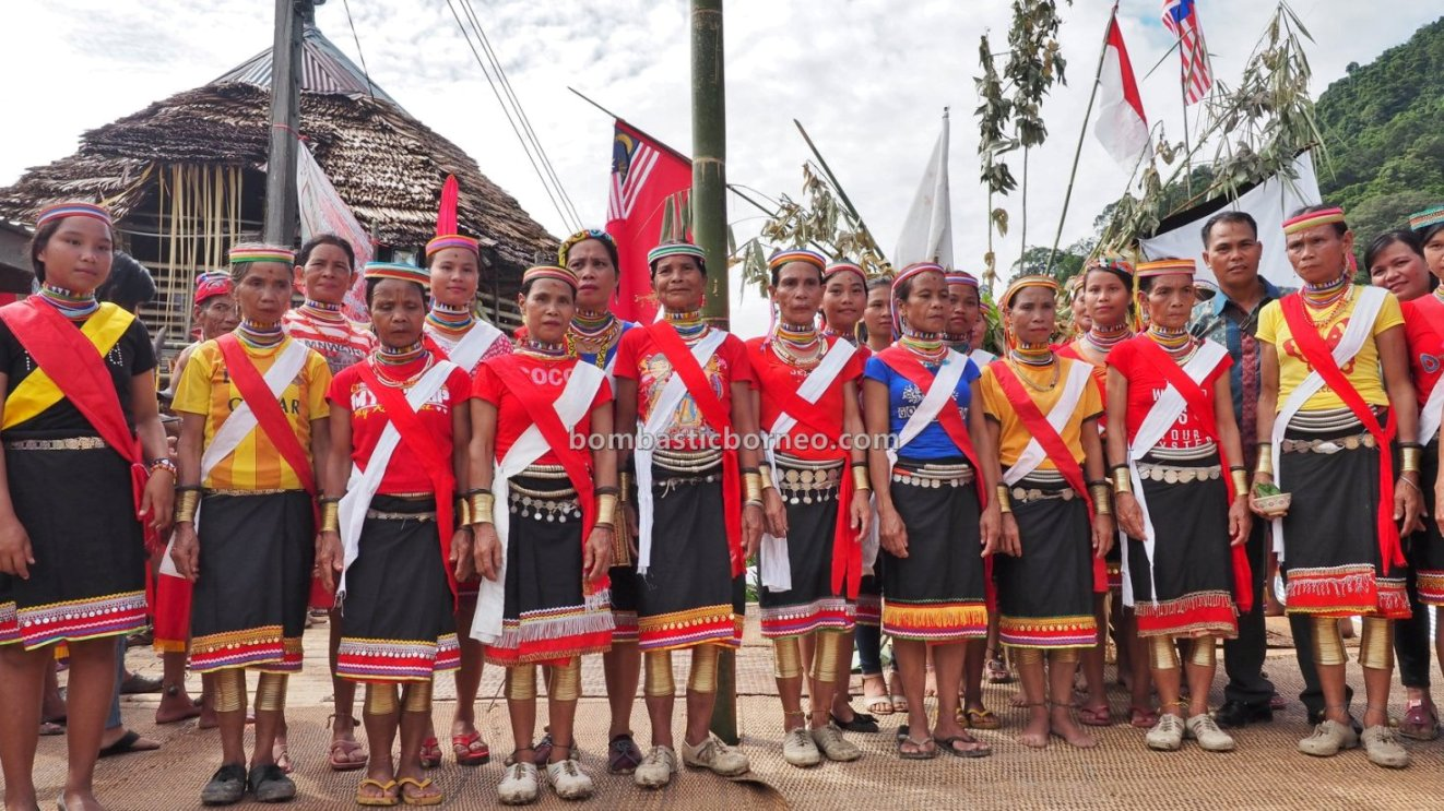 Kampung Gumbang, Gawai Serumpun, authentic, indigenous, Kuching, Sarawak, tribe, tribal, Tourism, travel guide, trans borneo, 砂拉越传统达雅文化, 婆罗洲比达友铜环女, Sungkung Medeng, Kalimantan Barat, Indonesia