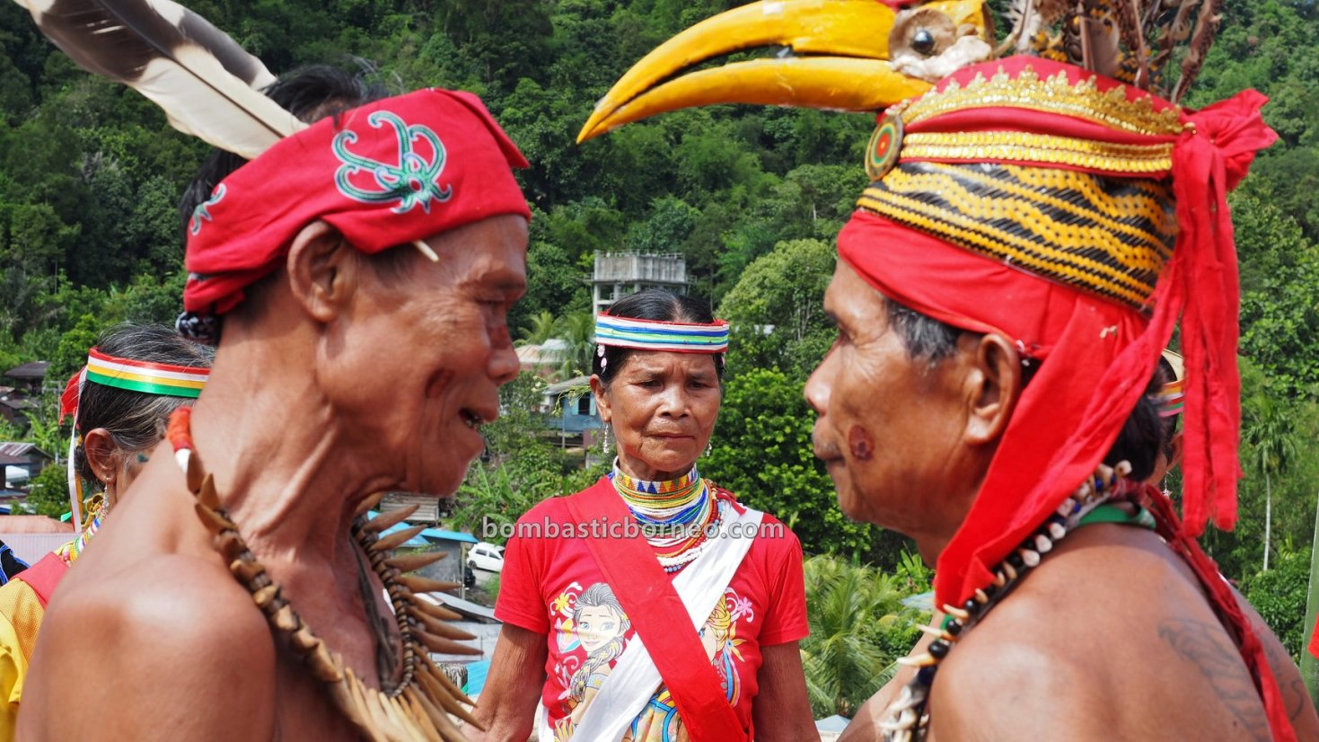 Bidayuh Village, harvest festival, authentic, traditional, backpackers, Borneo, Kuching, Malaysia, culture, native, tribal, Tourism, travel guide, cross border, 砂拉越土著丰收节日, 婆罗洲达雅文化