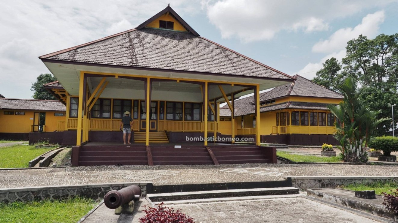 history, ancient, artifacts, Palace, Malay Sultanate, destination, West Kalimantan, Obyek wisata, Tourism, tourist attraction, traditional, travel guide, trans borneo, 新党皇宮, 印尼西加里曼丹, 婆罗洲旅游景点