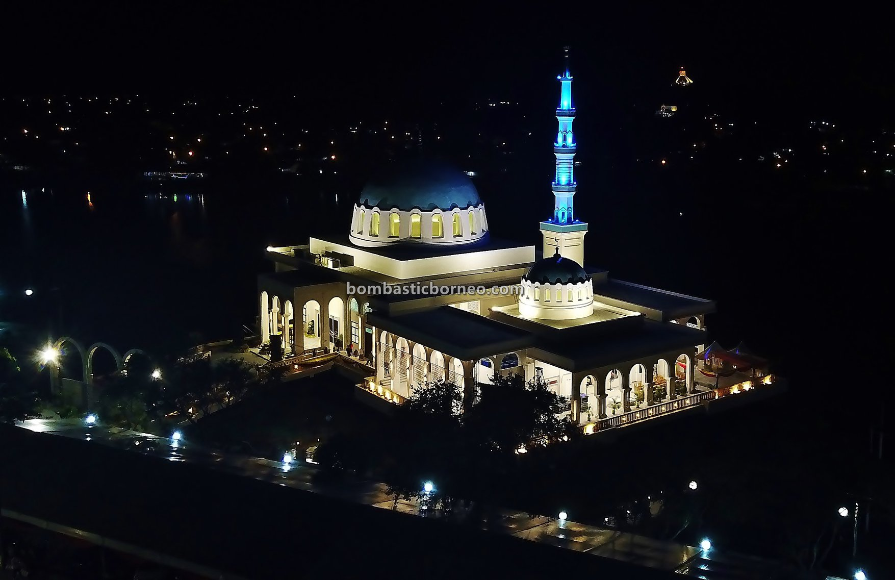 Masjid Terapung, Masjid India Bandar Kuching, India Mosque, Indian Muslim, destination, culture, Kuching Waterfront, Sarawak river, Obyek Wisata, Tourism, travel guide, Cross Border, 古晋水上回教堂, 砂拉越河滨公园, 马来西亚旅游景点,