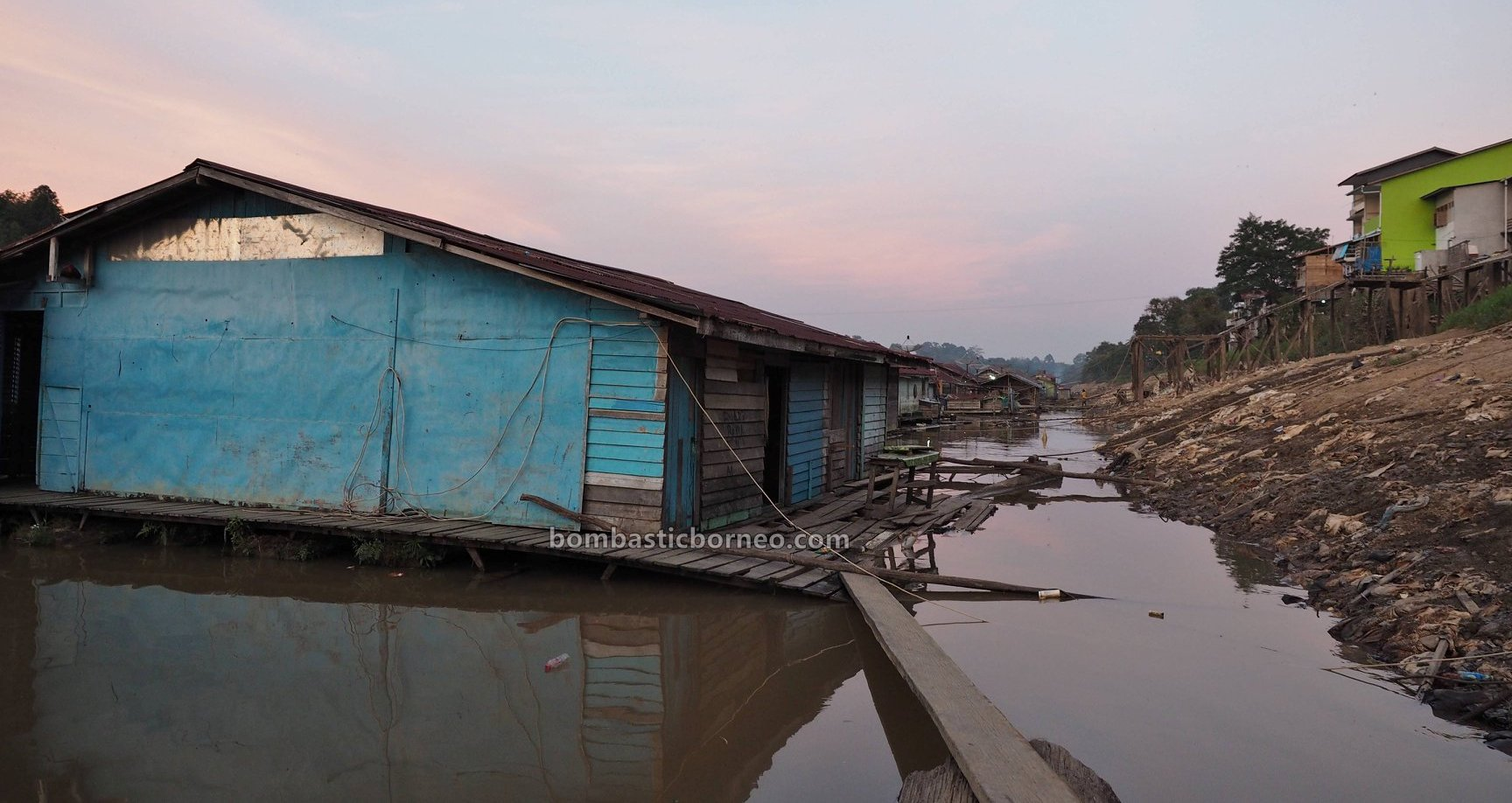 rumah lanting, rumah terapung, floating house, authentic, traditional, destination, Indonesia, Kalimantan Barat, Nanga Pinoh, Sungai Melawi, river, Tourism, tourist attraction, travel guide, Trans Borneo,