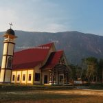 Gereja St. Martinus, monolith, Bukit Kelam, batu raksasa, Black Rock, adventure, nature, destination, Borneo, Indonesia, Kelam Permai, Obyek wisata, travel guide, Cross Border, 婆罗洲独块巨石, 印尼西加里曼丹