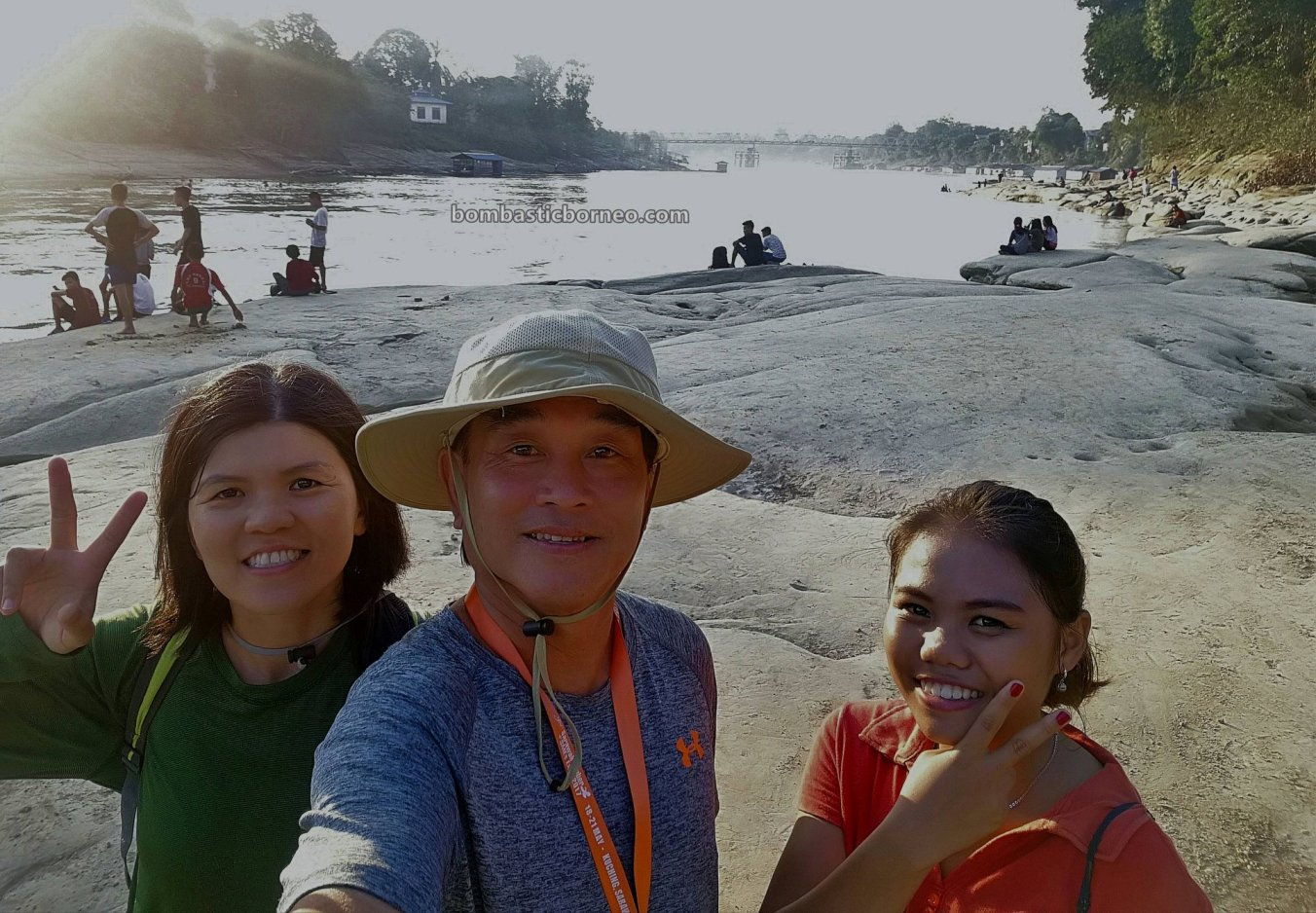 bedrock, Batuan Dasar, authentic, traditional, backpackers, destination, Sungai, Pinoh river, Obyek wisata, Tourism, tourist attraction, Cross Border, 婆罗洲印尼西加里曼丹, 彬路旅游景点